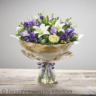 Blue and Yellowandnbsp;Flowersandnbsp;-andnbsp;Flowers in Water