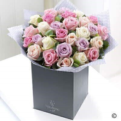The Extra Large version of the Vera Wang Sweet Simplicity. andnbsp;There is something wonderful about the mixture of colours in this stunning Vera Wang bouquet. The selection of premium roses features varieties in sweet shades of pale pink - soft cream - candy pink and delicate lavender - creating a very calming and incredibly beautiful gift.