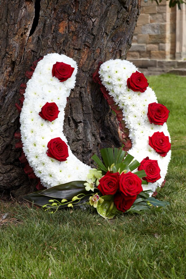 Bespoke Horseshoe Tribute | Funeral Flowers