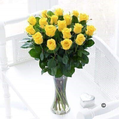 Large Elegant Yellow Rose Vase: Booker Flowers and Gifts