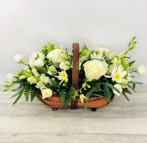 <h1>White Flowers -&nbsp;Flowers&nbsp;in a basket</h1>