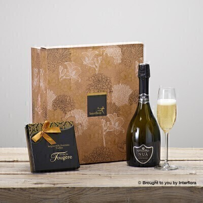 THIS PRODUCT CONTAINS ALCOHOL AND AS SUCH SHOULD ONLY BE BOUGHT FOR SOMEONE OVER THE AGE OF 18This stylish gift box combines a bottle of Le Dolce Collini Prosecco with delicious chocolate truffles from Maison Fougere a perfect combination for any celebration.