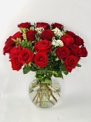 Large Red Rose Bouquet - Flowers in Glass Vase
