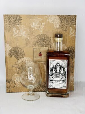 Three Graces Spiced Rum with Glass Made in Liverpool: Booker Flowers and Gifts