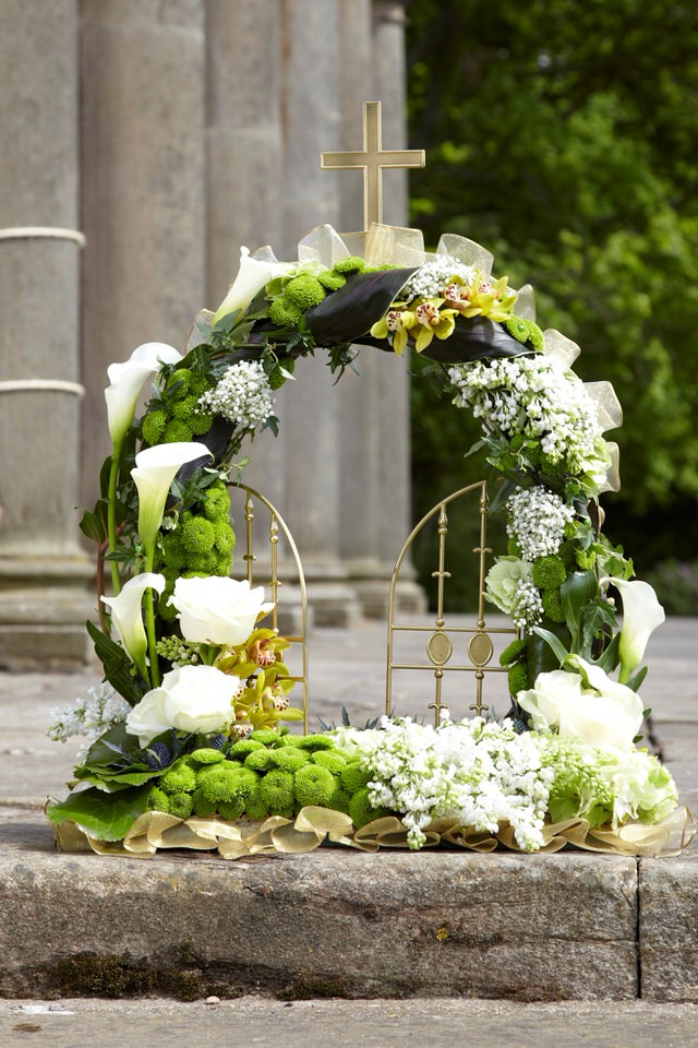 White Gates Of Heaven Funeral Tribute: Booker Flowers and Gifts
