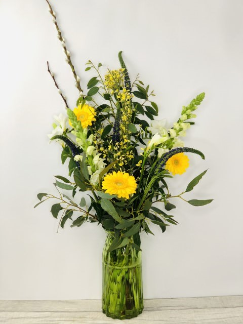Zingy Fresh Spring Vase: Booker Flowers and Gifts