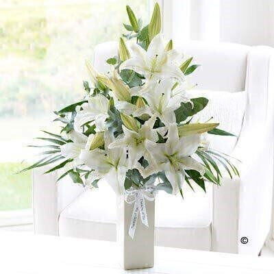 <h1>Whiteandnbsp;Flowers - Flowers in a Vase</h1>