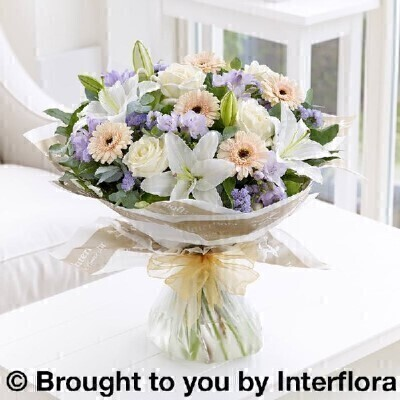 <h1>Pastel Flowersandnbsp;- Flowers in Water</h1>