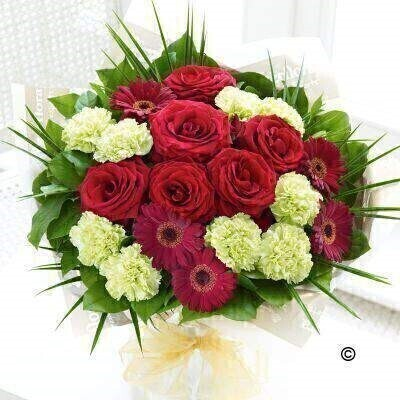 <h1>Red and Green Flowersandnbsp;- Flowers in Water</h1>
