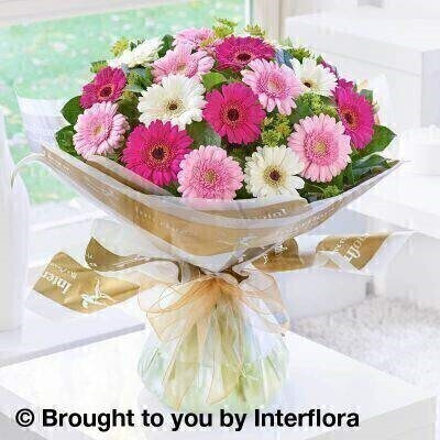 <h1>Pink and white Flowers - Bouquet in a Boxandnbsp;</h1>